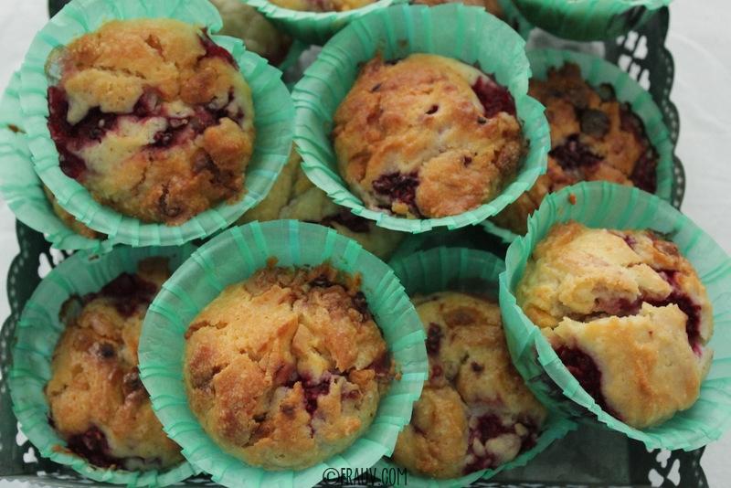 Muffins mit weißer Schokolade und Himbeeren_IMG_1345