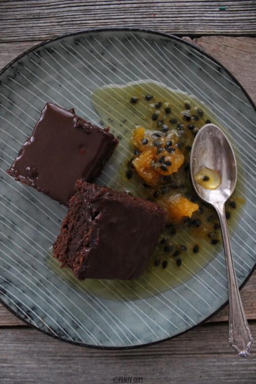 Haselnuss-Brownie mit Passionsfrucht-Orangen-Sirup_IMG_3635