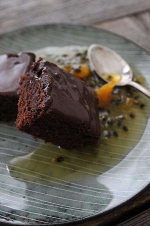 Haselnuss-Brownie mit Passionsfrucht-Orangen-Sirup_IMG_3636