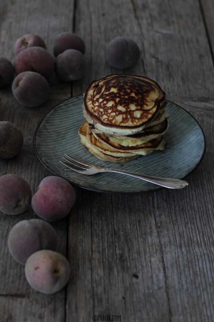 frauv_Pancakes mit Weinbergpfirsichen_img_0625