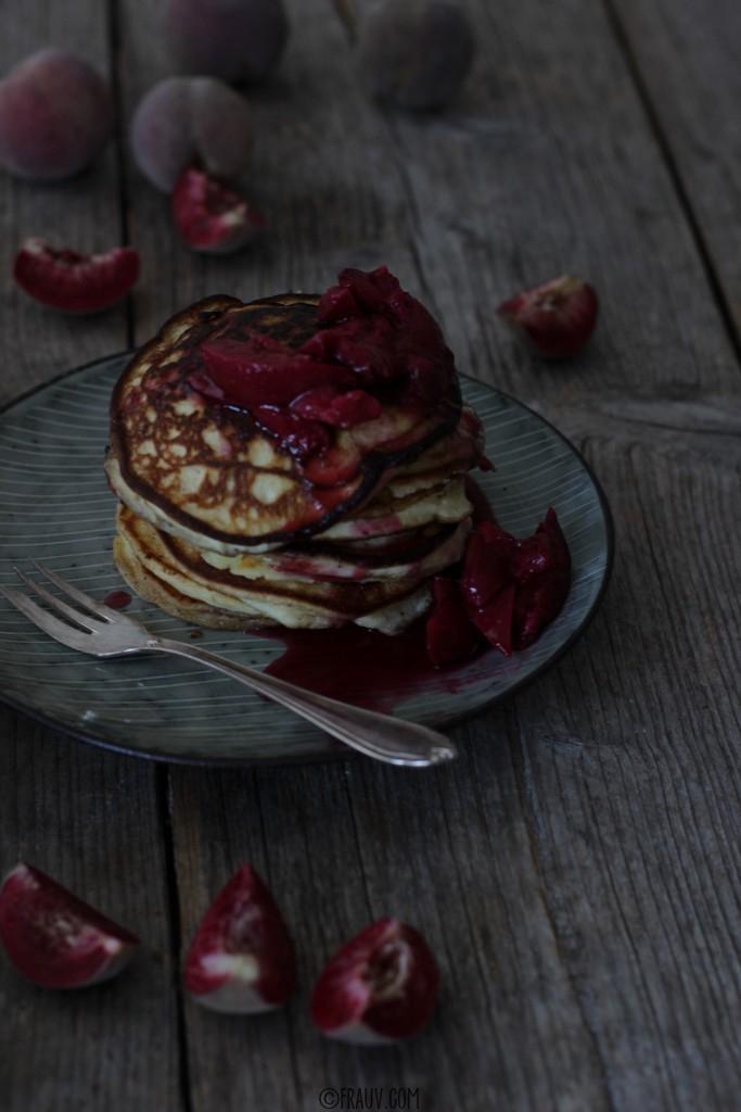 frauv_Pancakes mit Weinbergpfirsichen_img_0643