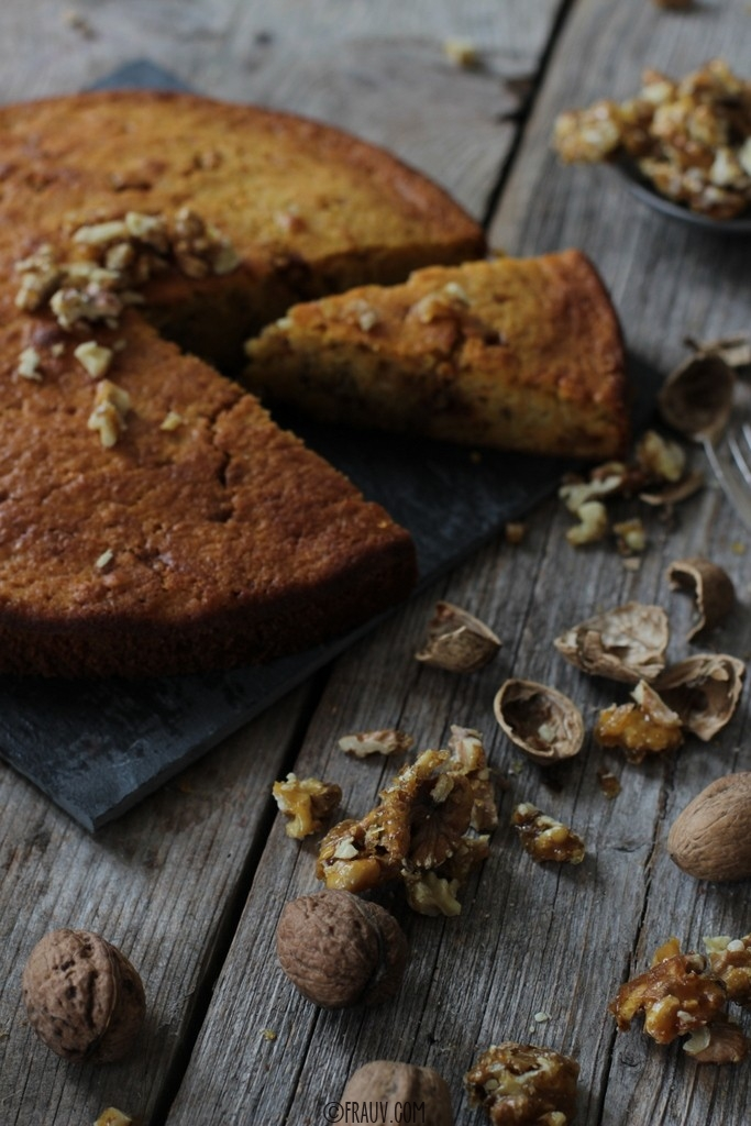 frauv_Karottenkuchen mit karamellisierten Walnüssen_img_1256