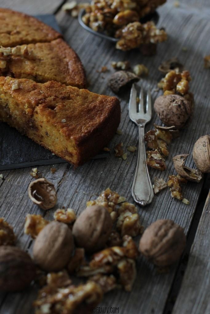 frauv_Karottenkuchen mit karamellisierten Walnüssen_img_1300